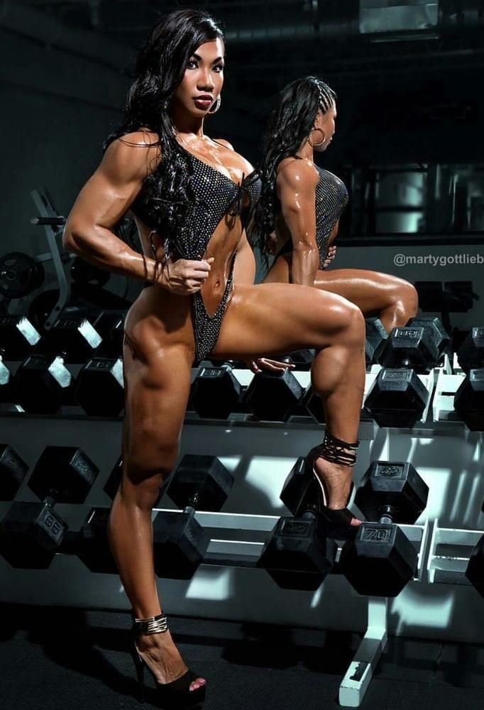 Bodybuilder female clit-2406