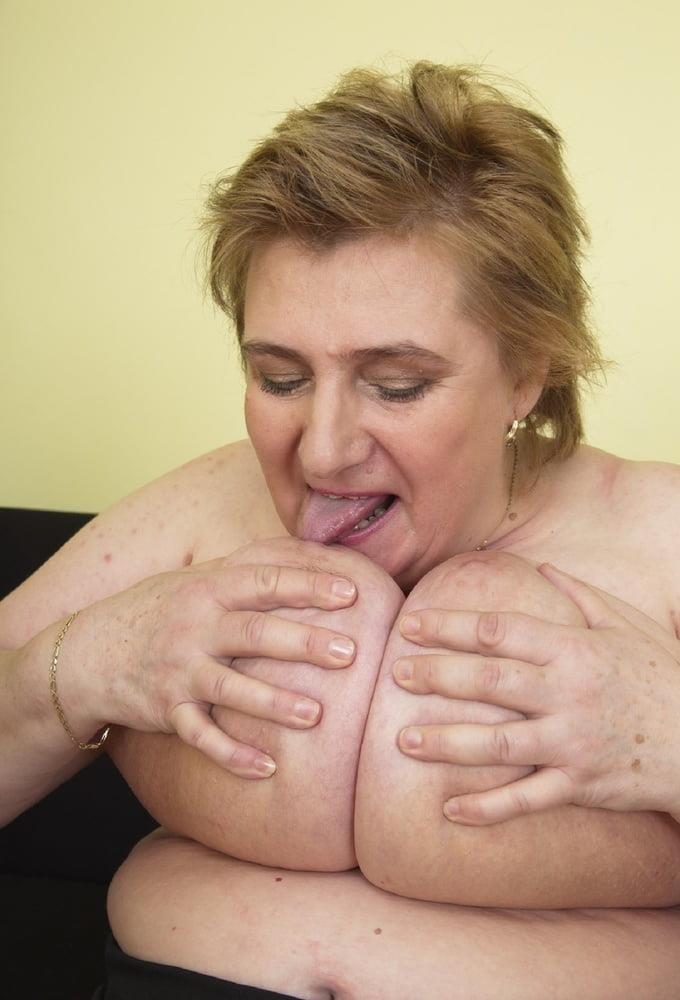 Huge big tits pic-6684