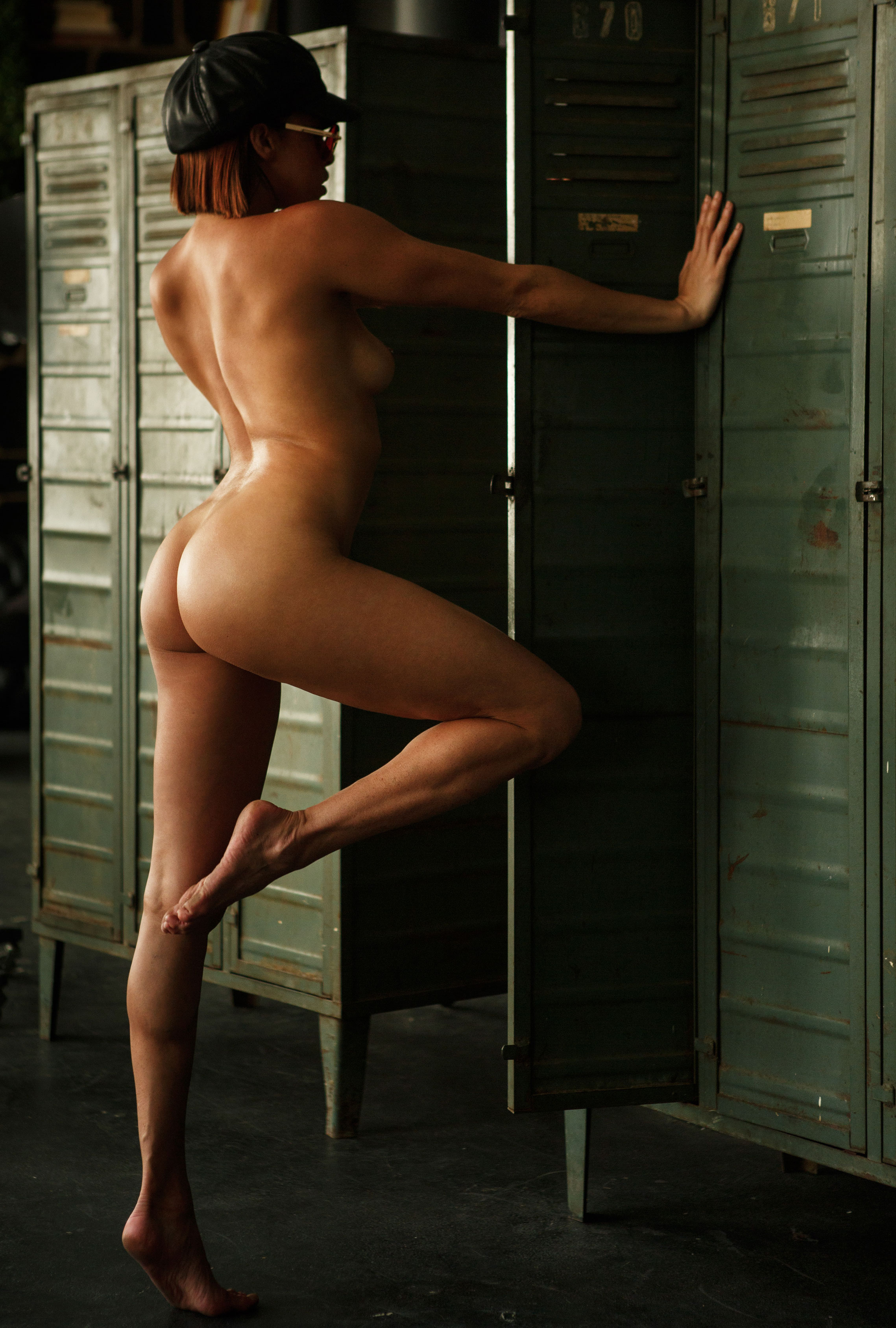 голая Клара в спортзале / фото 20