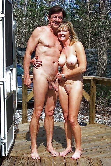 Mature couples copulating-4002