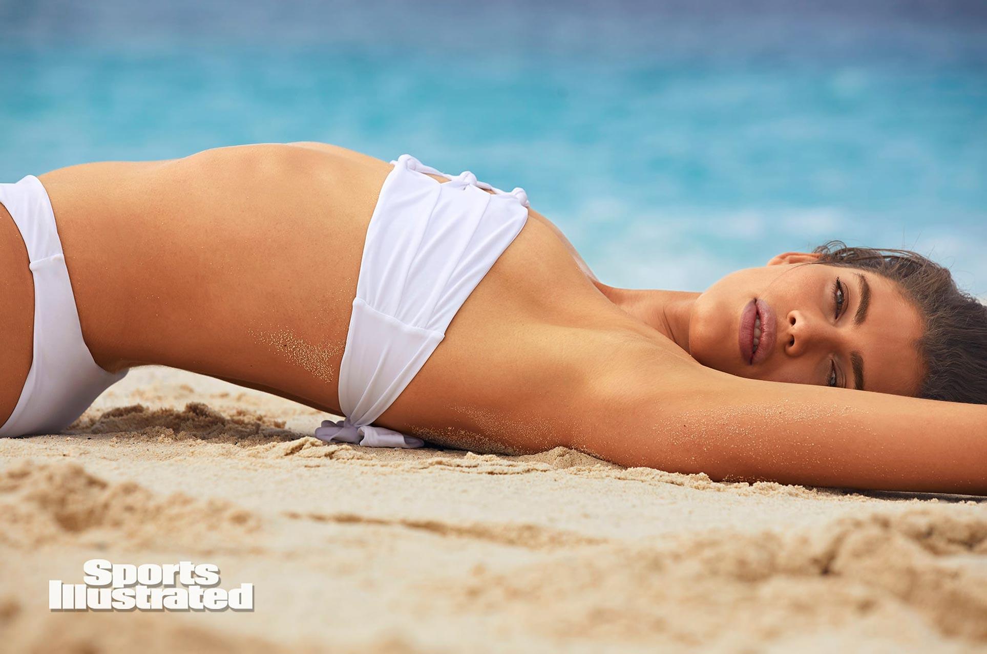 Валентина Сампайо в каталоге купальников Sports Illustrated Swimsuit 2020 / фото 11
