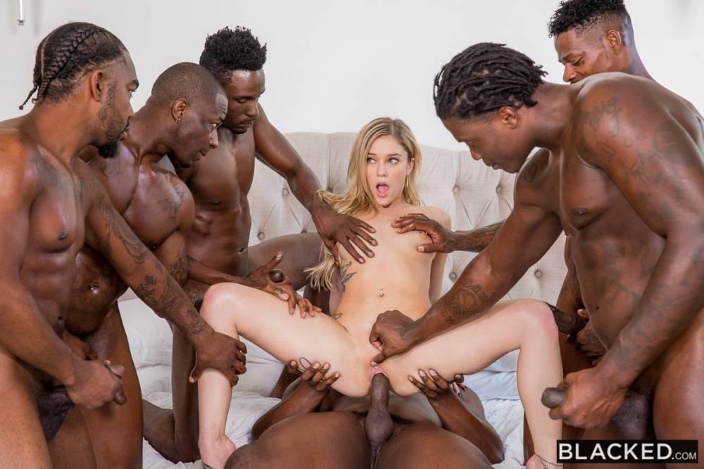 Kali Roses, Jason Brown, Jason Luv, Jax Slayher, John Johnson, Louie Smalls, Rob Piper – Passing Me Around – Blacked