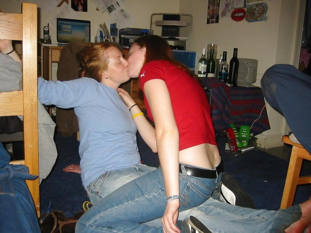 Two hot kissing girls-6613