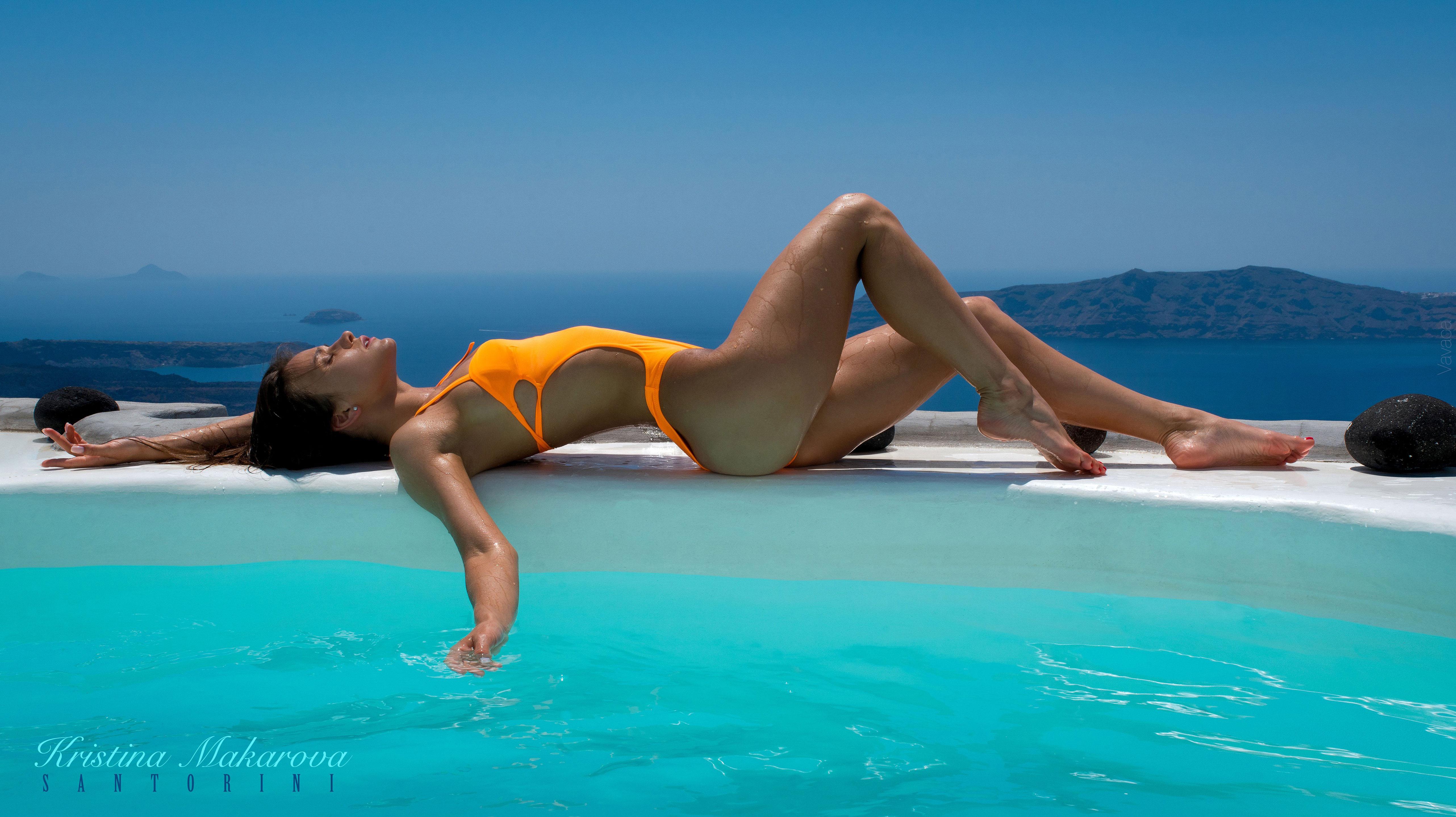 голая Кристина Макарова в бассейне над островом Санторини / фото 17