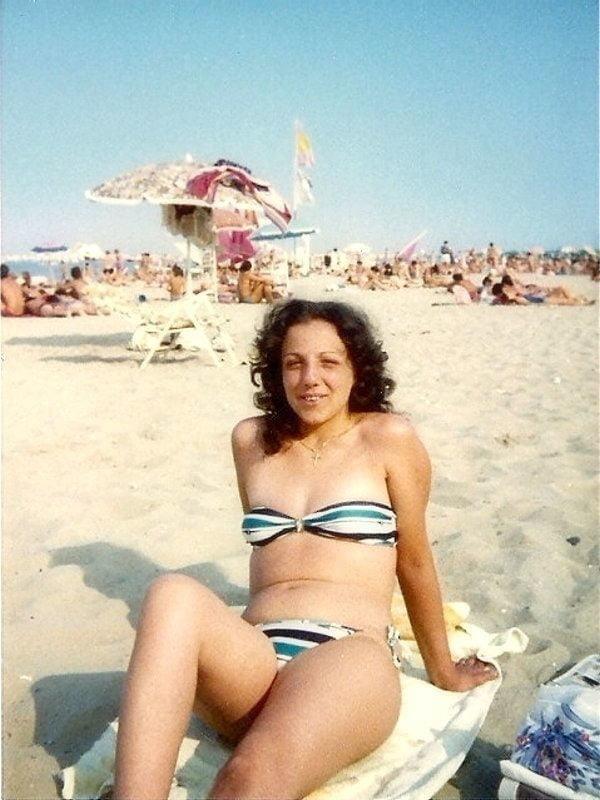Public beach swinger-7466