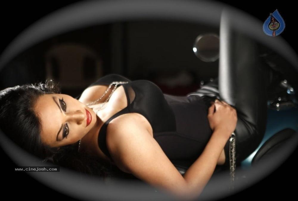 Asha saini hot kiss-8465