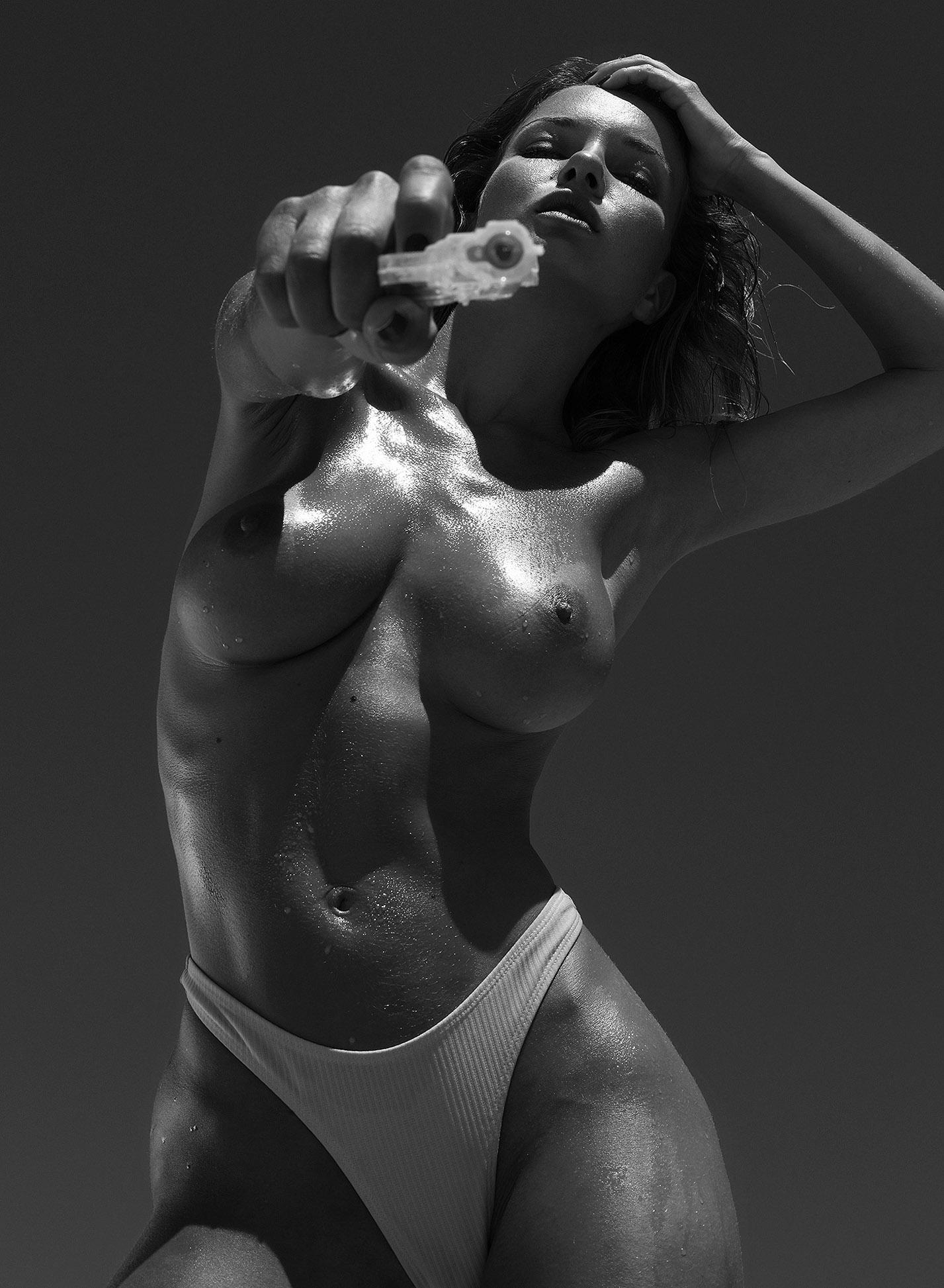 Сексуальная голая Наталья Андреева под жарким солнцем на диком пляже в Португалии / фото 10