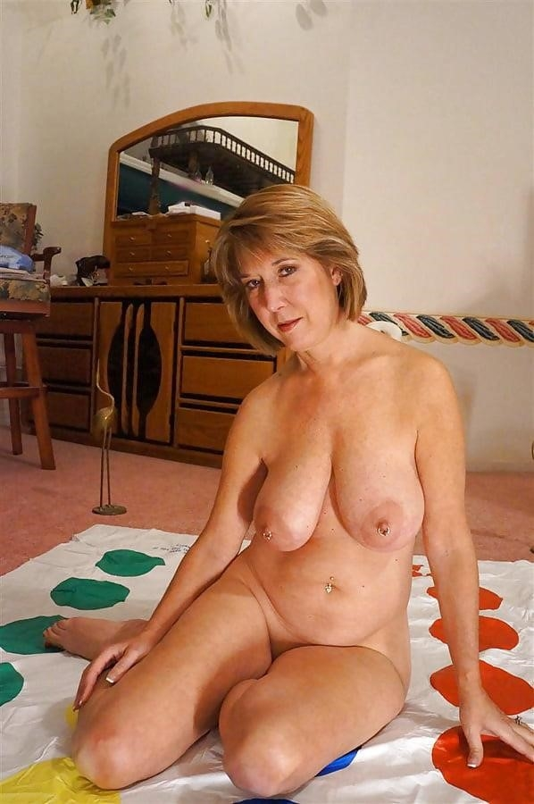 Gorgeous milf with big tits-7233