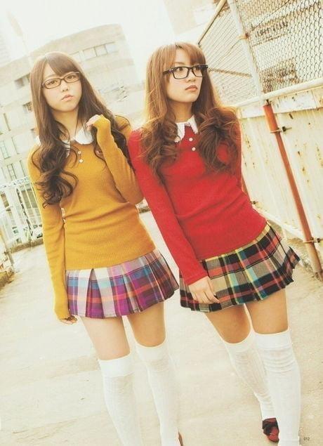Sexy school girls kissing-4082