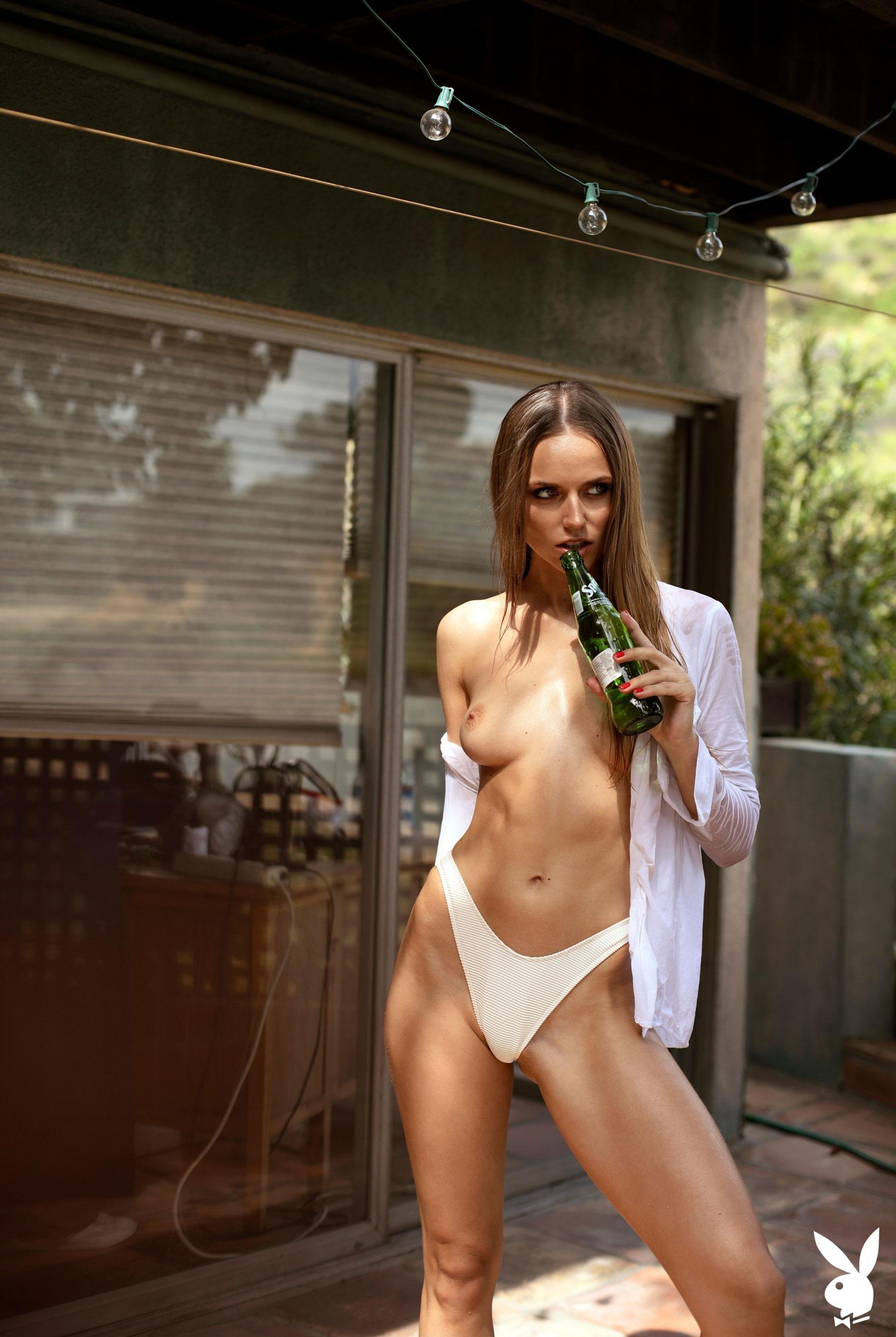 голая Адель Вакула в Голливуде и на страницах журнала Playboy / фото 11