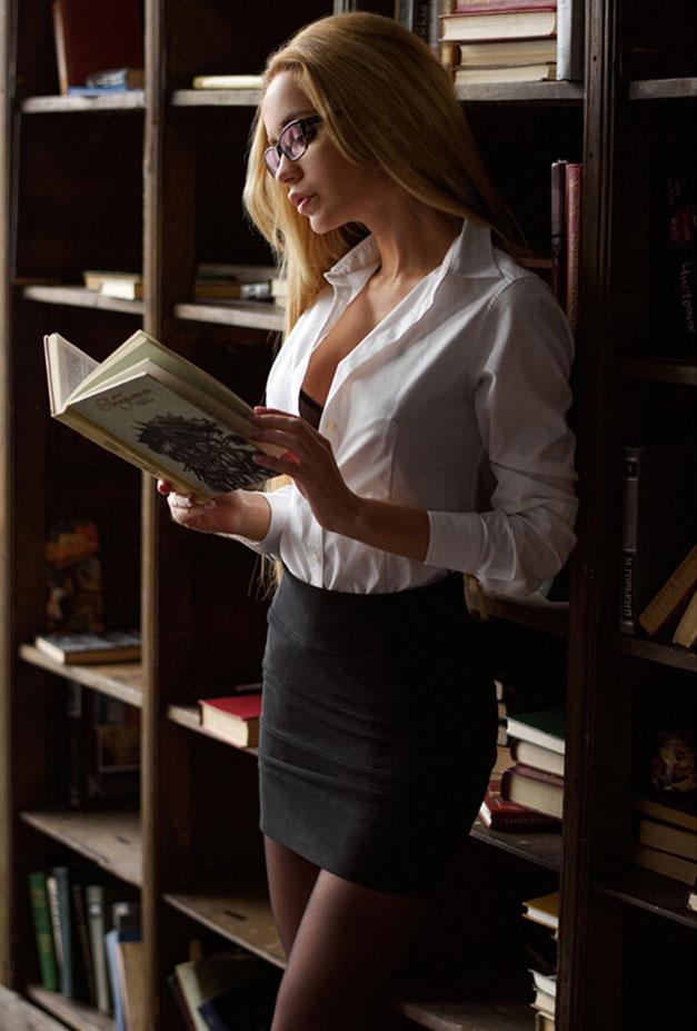 Екатерина Зуева в библиотеке / фото 06