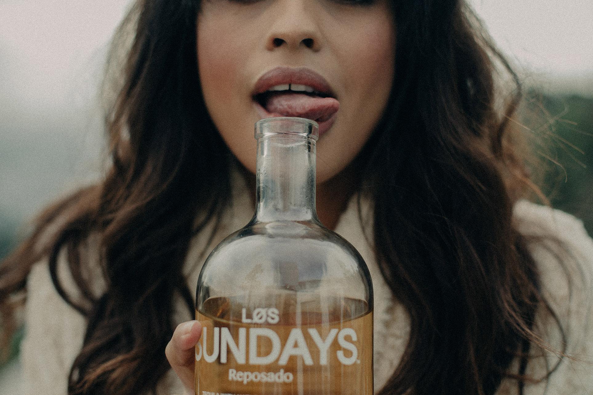 Женева Белэйр наслаждается текилой Los Sundays / фото 06