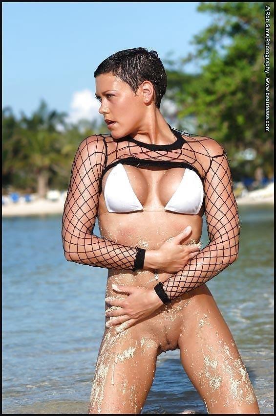 Beautiful fit naked women-9900