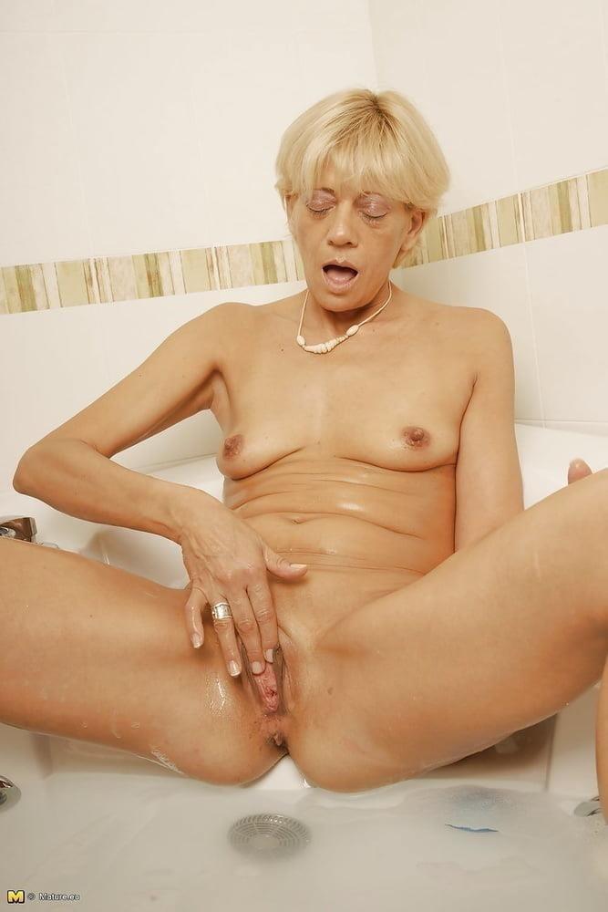 Free pics naked mature women-4709