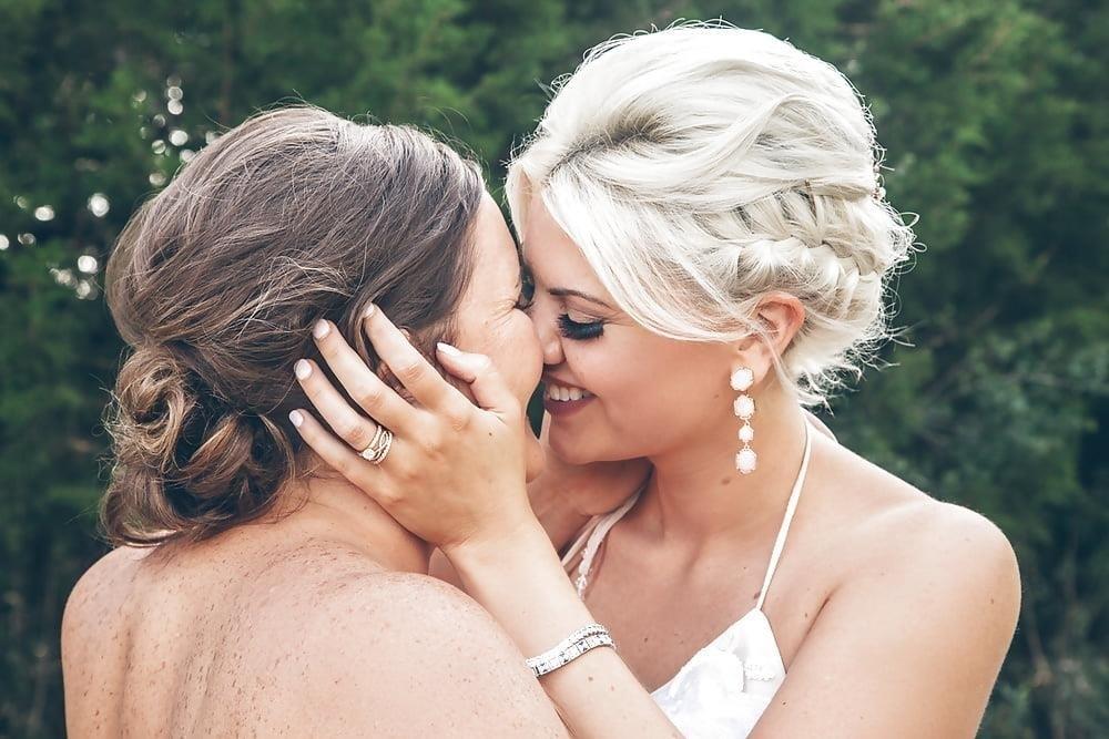 Sexy lesbian french kiss-2240