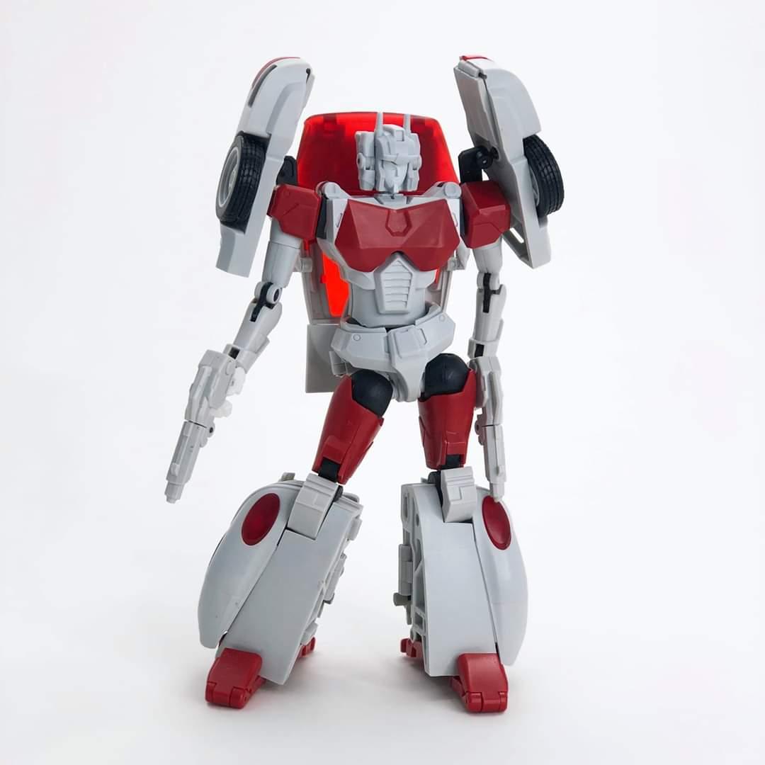 [FansHobby] Produit Tiers - MB-12 Athena (aka Minerva|Nightbeat/Veilleur) et MB-13 Ace Hitter (aka Goshooter|Siren/Sirène) [TF Masterforce] PM5jwhZD_o