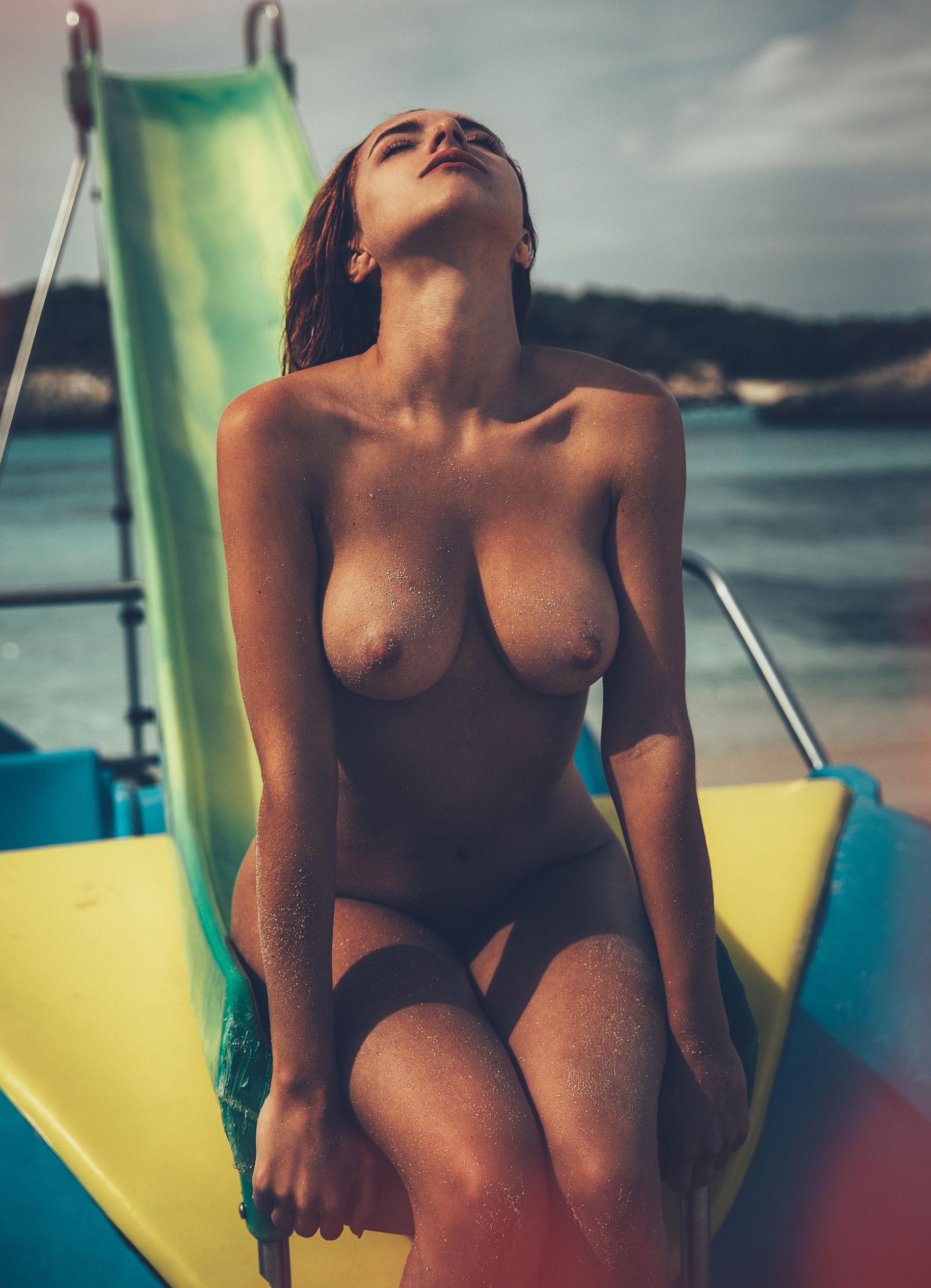 голая София на пляже / фото 11