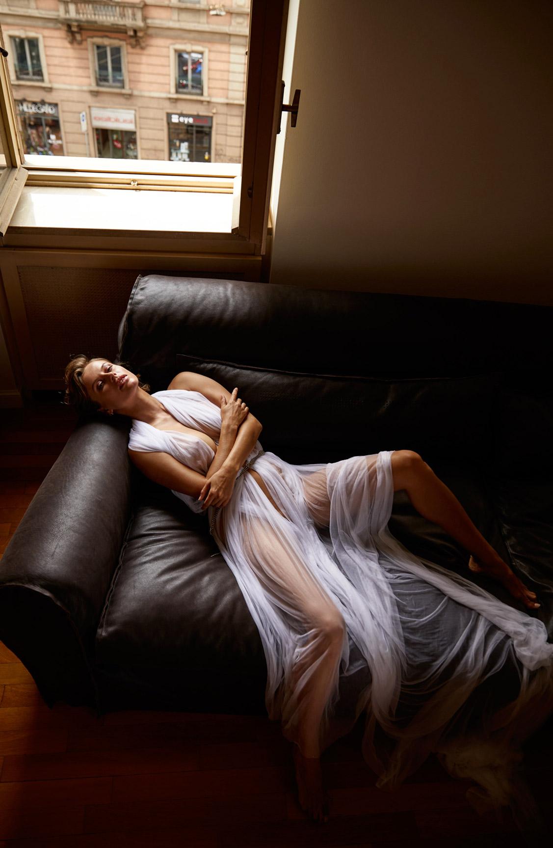 сексуальная Ольга де Мар ждет наступления темноты / фото 07