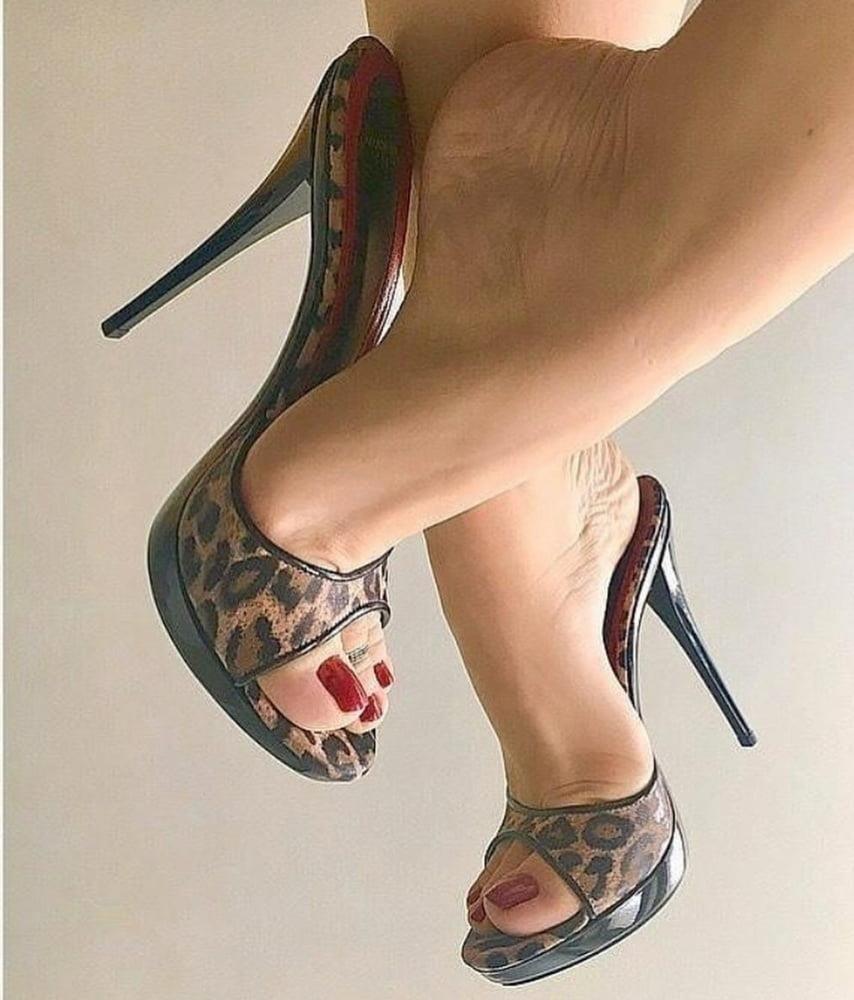 Hot feet domination-5741