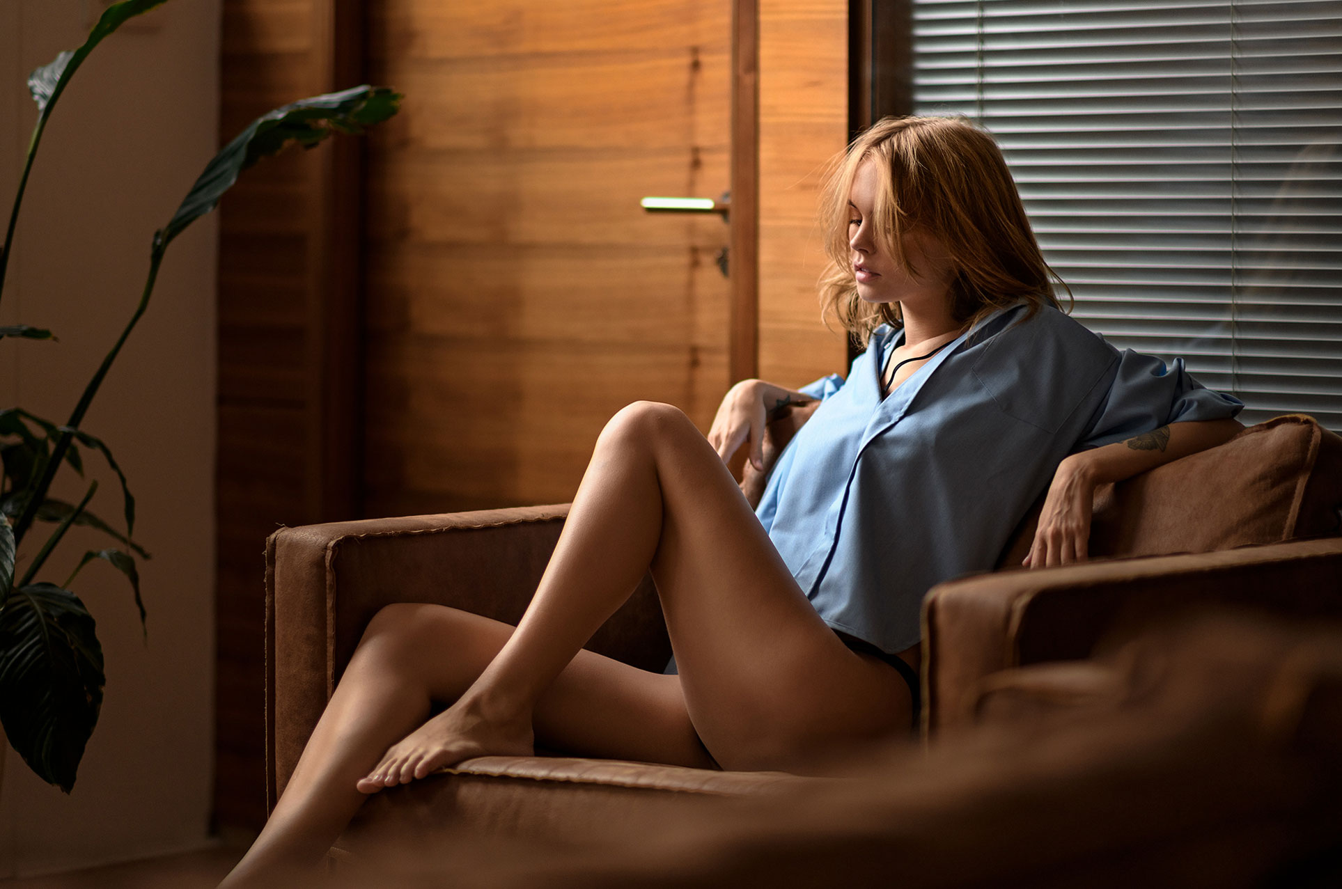 Анастасия Щеглова в сексуальном нижнем белье и голубой рубашке / Anastasiya Scheglova by Chris Bos