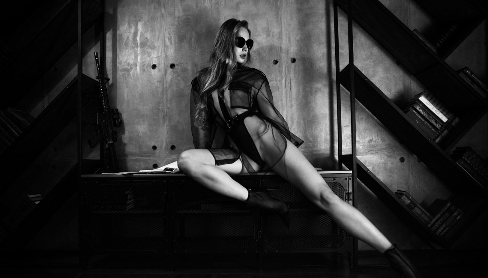 Сексуальный секретный агент во вражеском штабе / фото 01