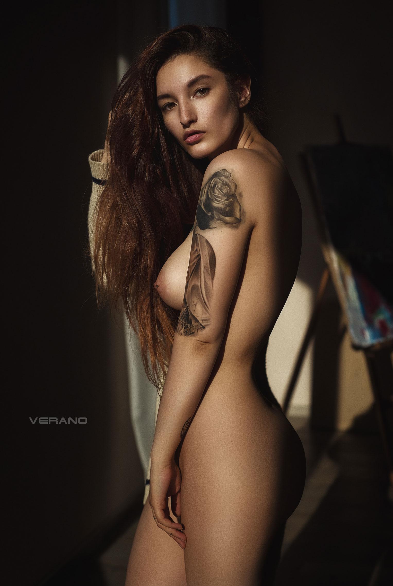 голая Валерия - фотомодель с татуировками / фото 05