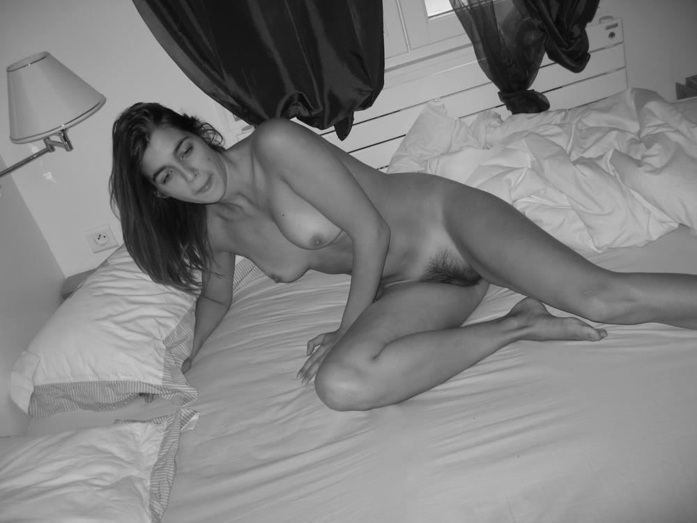 Latina nude selfie-9585