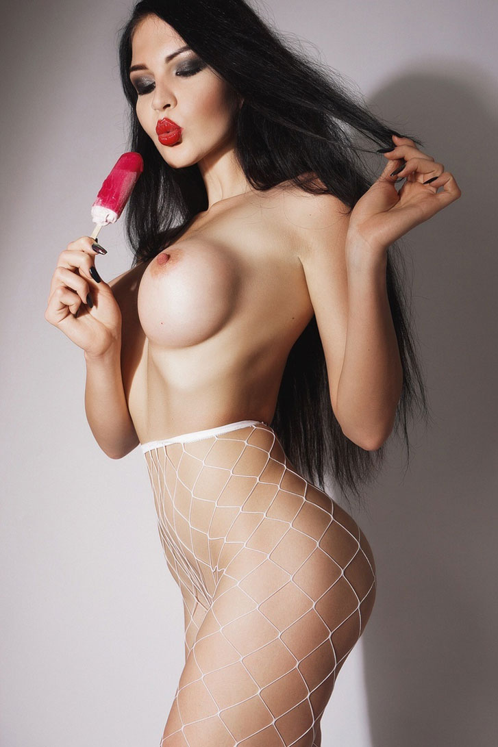 Оксана Баст / Oksana Bast nude by Nikolay Khvatov