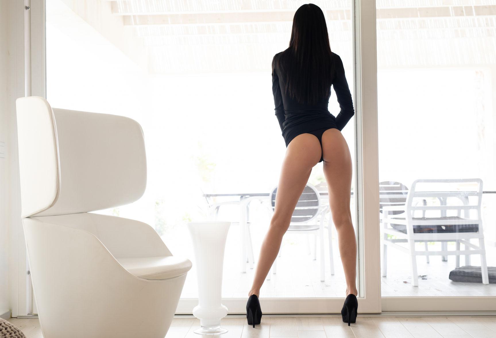 Чтение и другие радости сексуальной девушки / Анастасия Марципанова, фотограф Филиппо Сано / фото 01