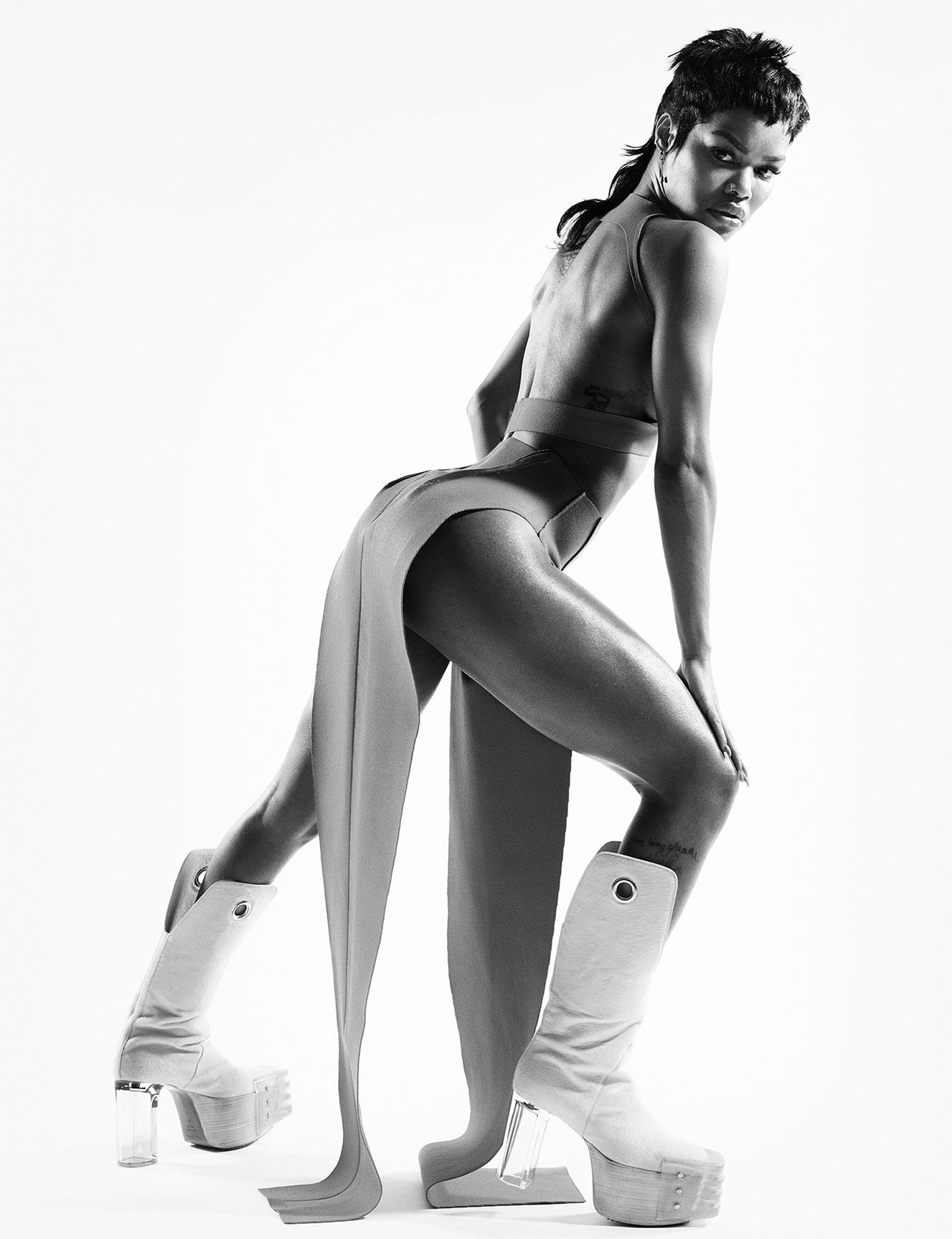 Тейяна Тейлор в хаос-выпуске журнала i-D, лето 2020 / фото 08
