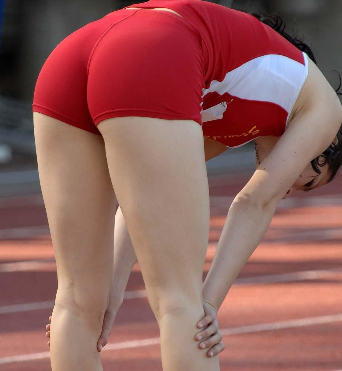 Athletic girl pussy bent over — photo 8