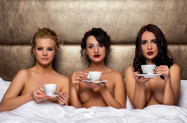 эротичный кофе на троих