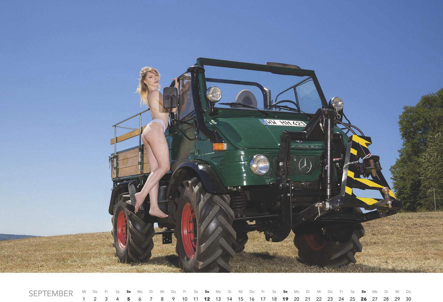 Эротический календарь -Мечты молодых фермеров 2021- / сентябрь