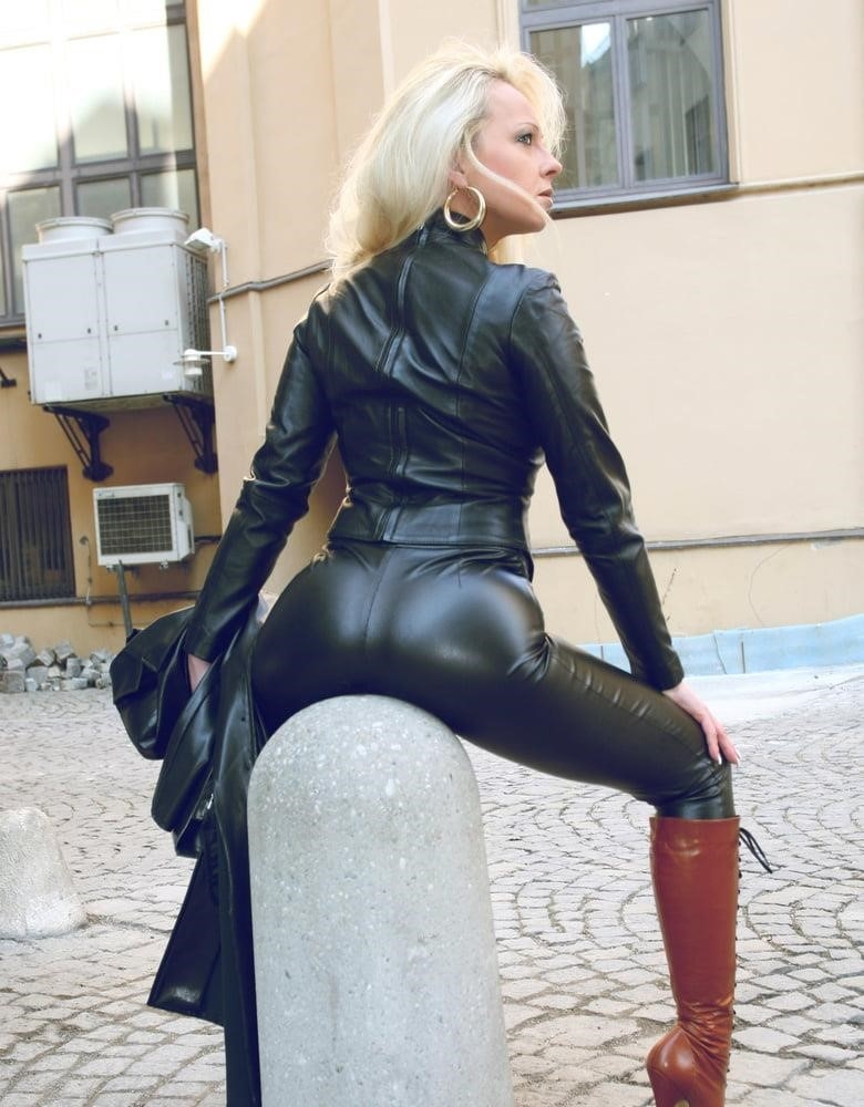 Women in leather porn-1568
