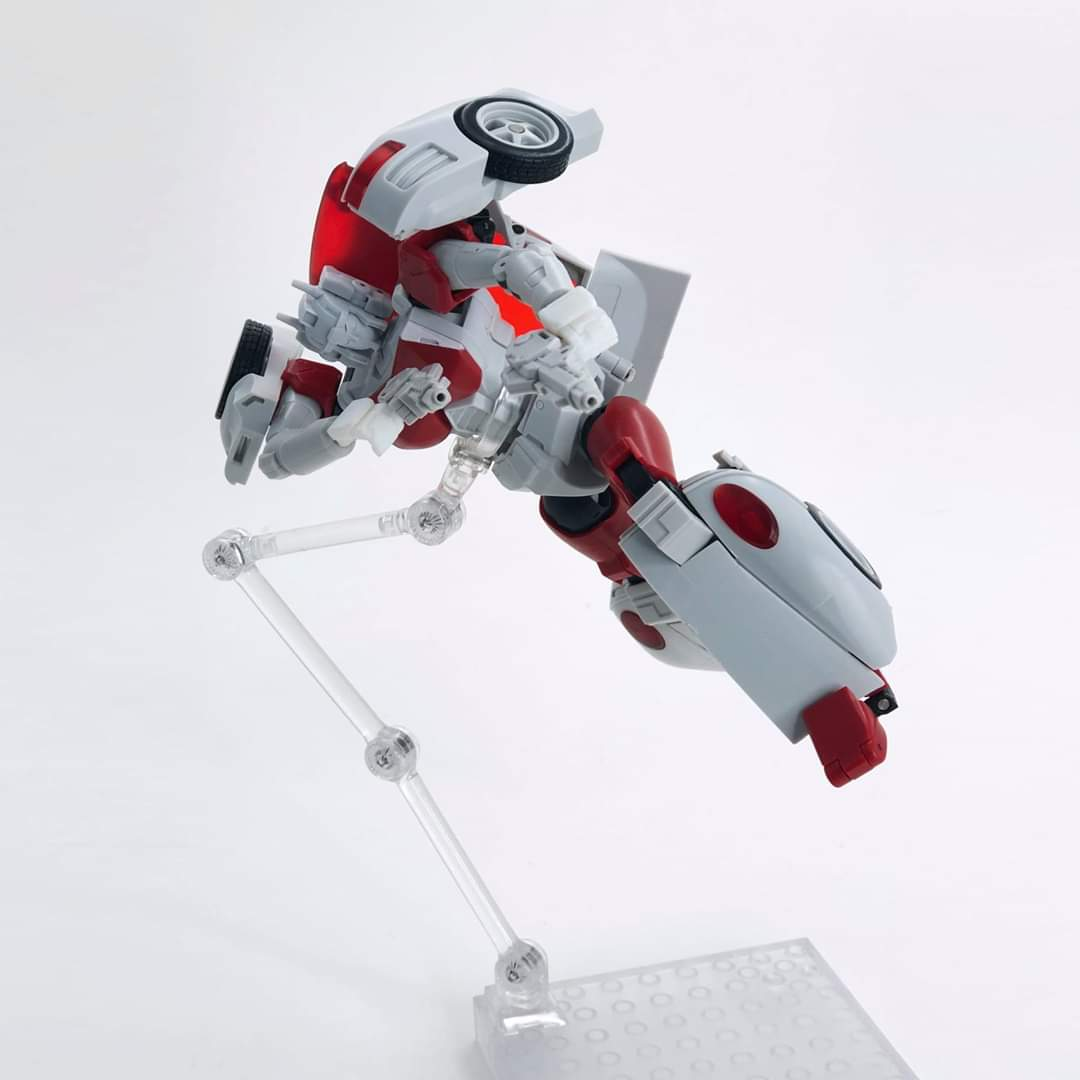 [FansHobby] Produit Tiers - MB-12 Athena (aka Minerva|Nightbeat/Veilleur) et MB-13 Ace Hitter (aka Goshooter|Siren/Sirène) [TF Masterforce] Yeb5R4Ld_o