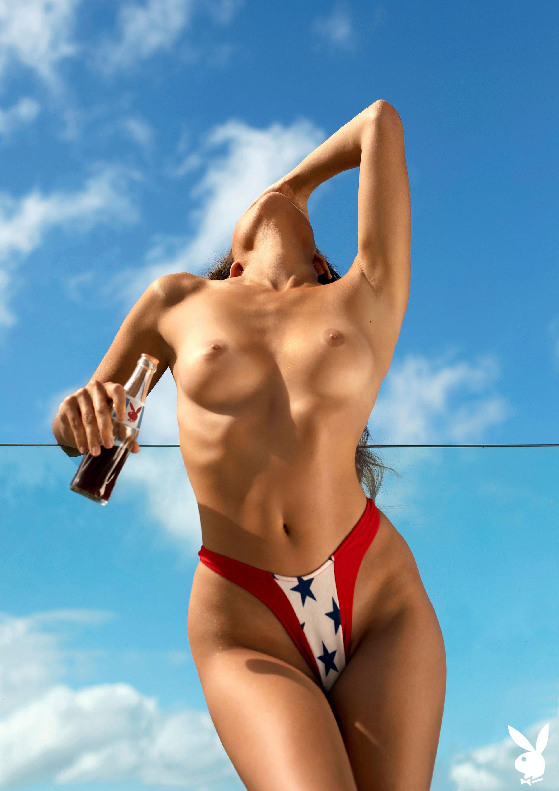 Мисс Июнь 2019 американского Playboy Йоли Лара / фото 09
