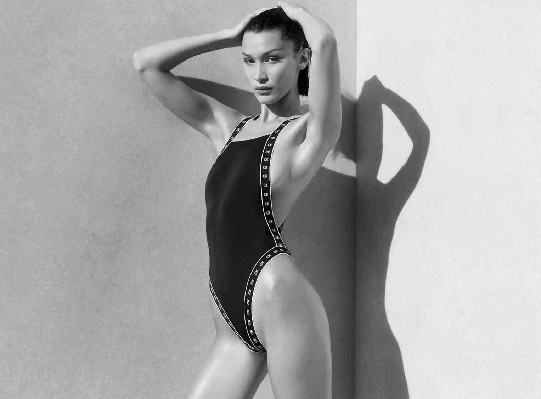 Белла Хадид в рекламной кампании купальников Calvin Klein, 2020 год / фото 05