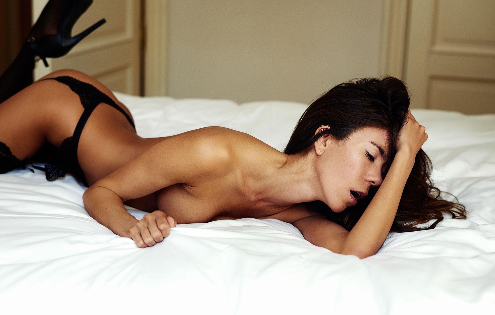 В постели с сексуальной голой Жадэ / фото 08