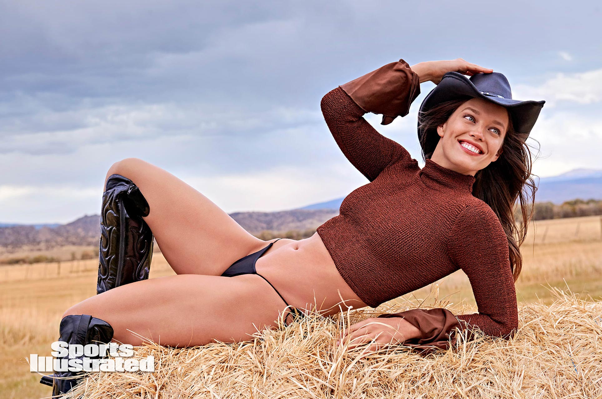 Эмили ДиДонато в каталоге купальников Sports Illustrated Swimsuit 2020 / фото 09