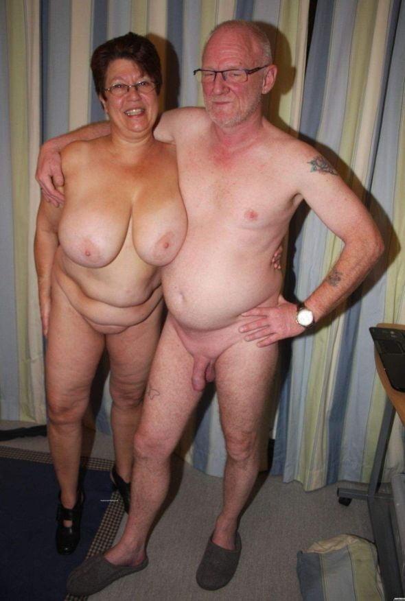 Mature couples copulating-2485