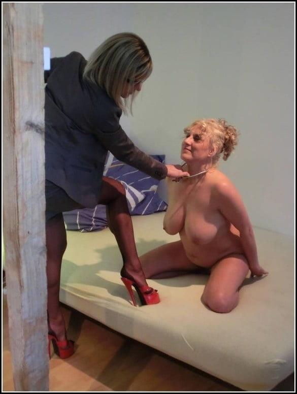 Woman foot slave-2908