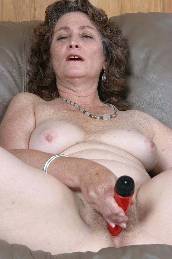 Licking her clit-5490