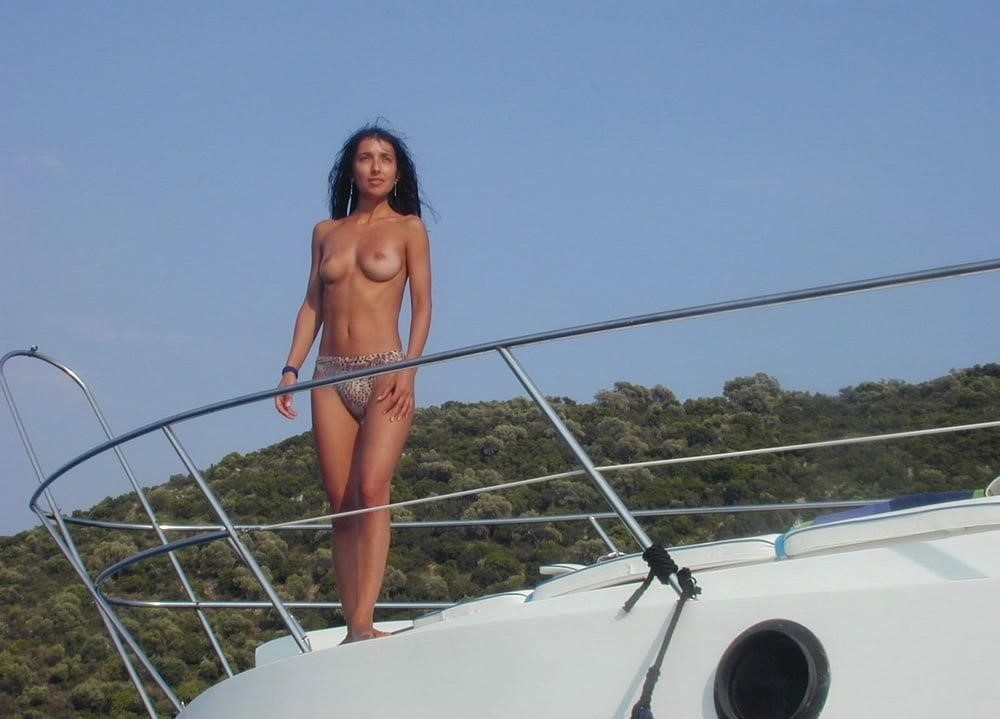 Wife naked on vacation-9517