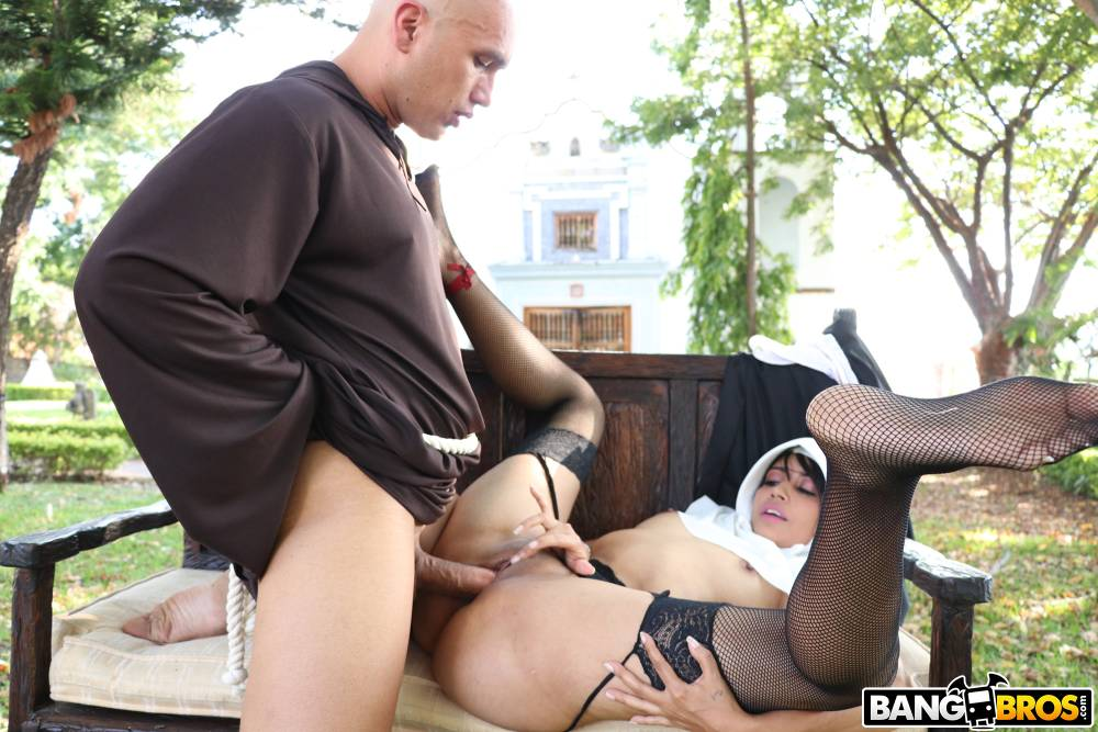 Yudi Pineda, Erik Klein – Yudi Pineda Is..The Squirting Nun – BangBros Clips – BangBros [HD]