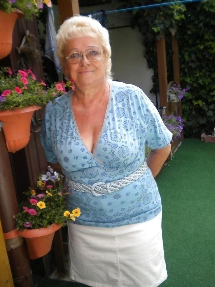 Busty granny porn pics-4654