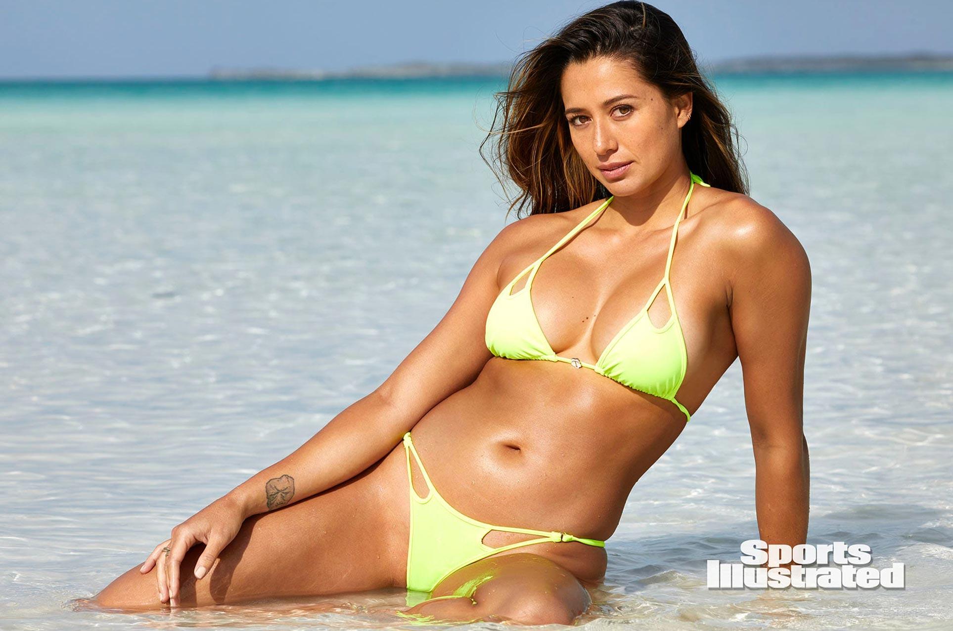 Малия Мануэль в каталоге купальников Sports Illustrated Swimsuit 2020 / фото 19
