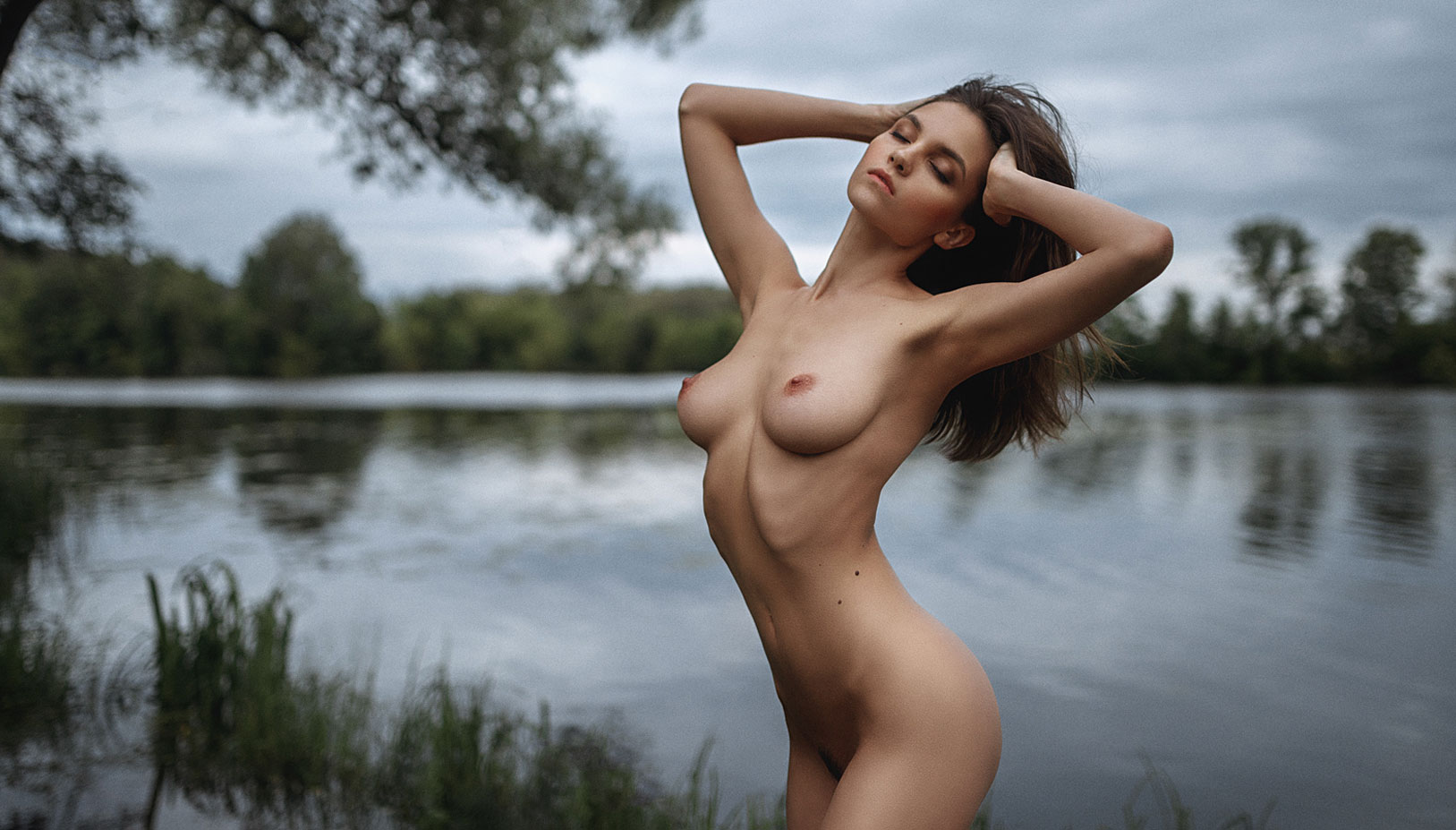 Сексуальные голые девушки на природе / фото 06