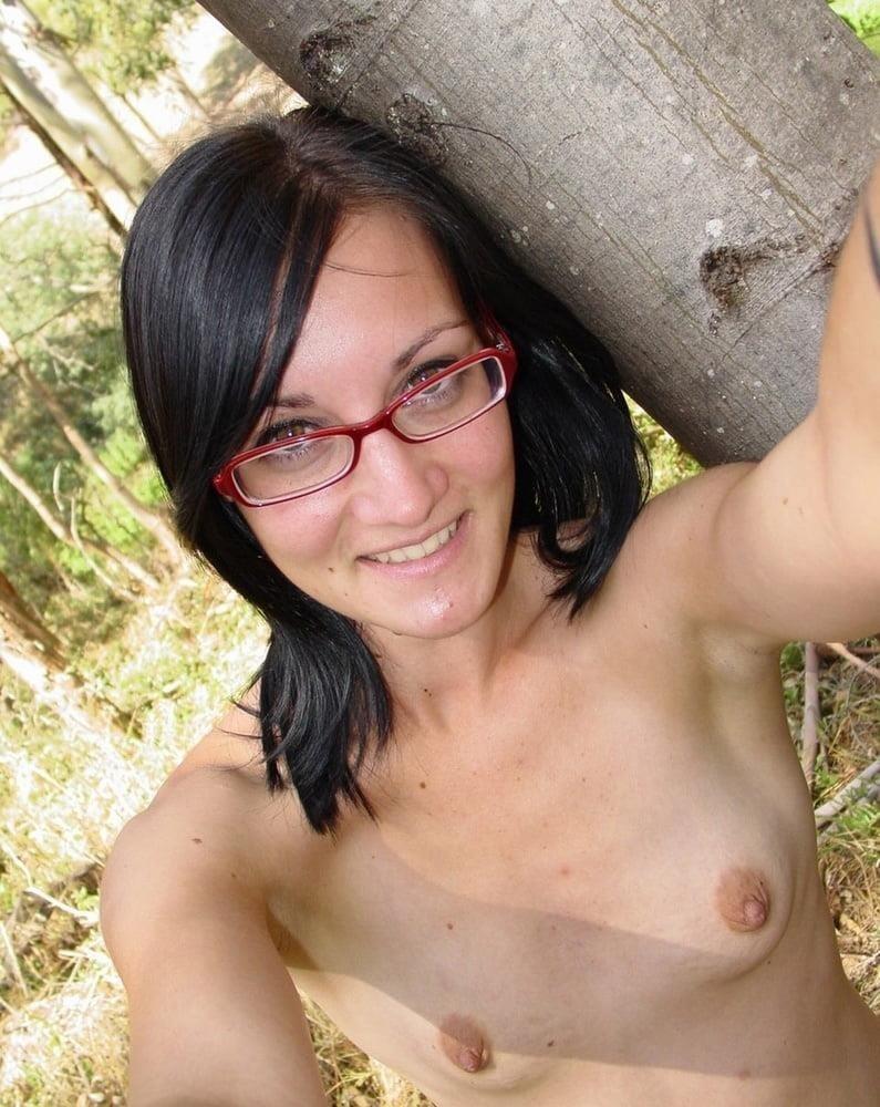 Naked girl taking selfie-1033