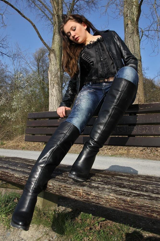 Divided jean jacket-8230