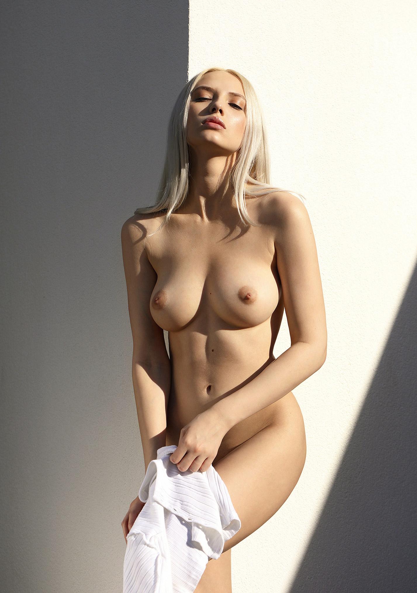 Сексуальная и голая Моника Васп позирует для фотографа журнала Playboy Аны Диас / фото 03